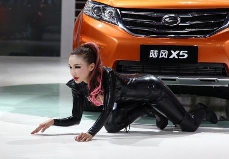 china-catwoman-shanghai-auto-3