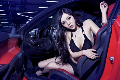 china-ferrari-babe-1-3