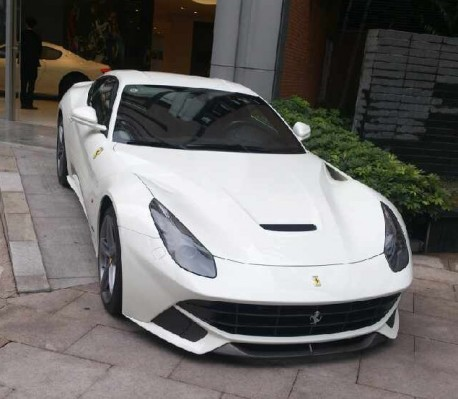 ferrari-f12-white-gz-china-3