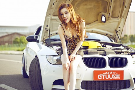 china-redhead-bmw-girl-1a