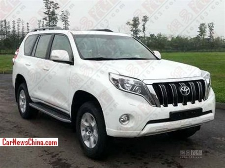 Spy Shots: facelifted Toyota Land Cruiser Prado pops up in China