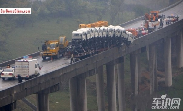 Eleven trucks fell almost off a Bridge in China