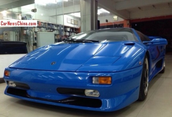 Spotted in China: Lamborghini Diablo SV in blue
