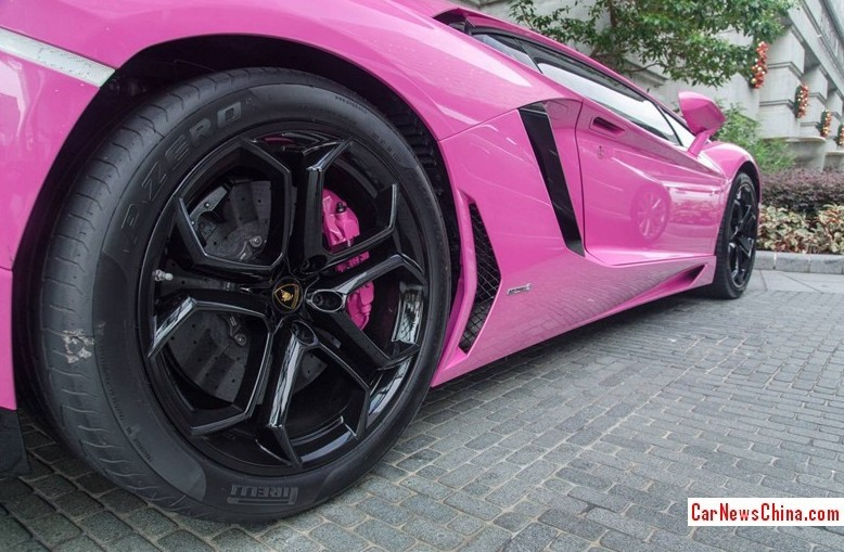 the air inlets are in carbon black for contract great wrapping work here and we happen to know that the original color of this lambo was orange pink is - Lamborghini Black And Pink