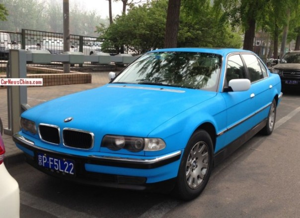 BMW E38 728iL is baby blue in China