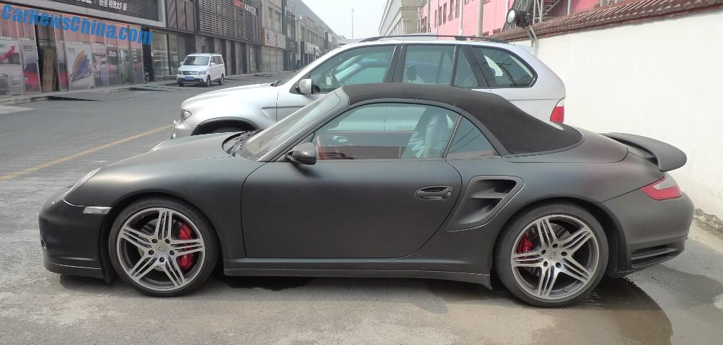 red brakes form a perfect contrast with matte gray alloys and matte black body the wrap is of top quality and was neatly applied over the bumpers - Porsche 911 2014 Black