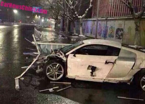 Audi R8 V10 crashes Hard in China