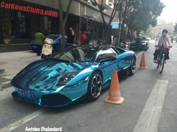 Lamborghini Murcielago is shiny bling-bling Blue in China