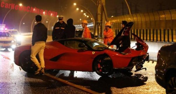 More Photos of the Ferrari LaFerrari crash in China