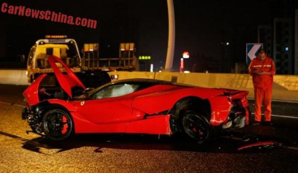 ferrari-laferrari-crash-china-2-001c