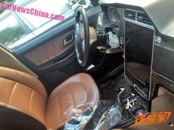 Spy Shots: a BIG touch screen for the Weichai Auto Yingzhi G3 in China