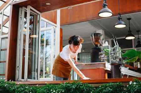El correcto molino de café para hogar o negocio. En una coffeeshop es importante por la rentabilidad.