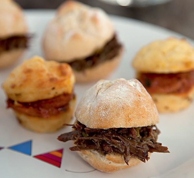 sanduiche-de-carne-desfiada-blog-carola-duarte