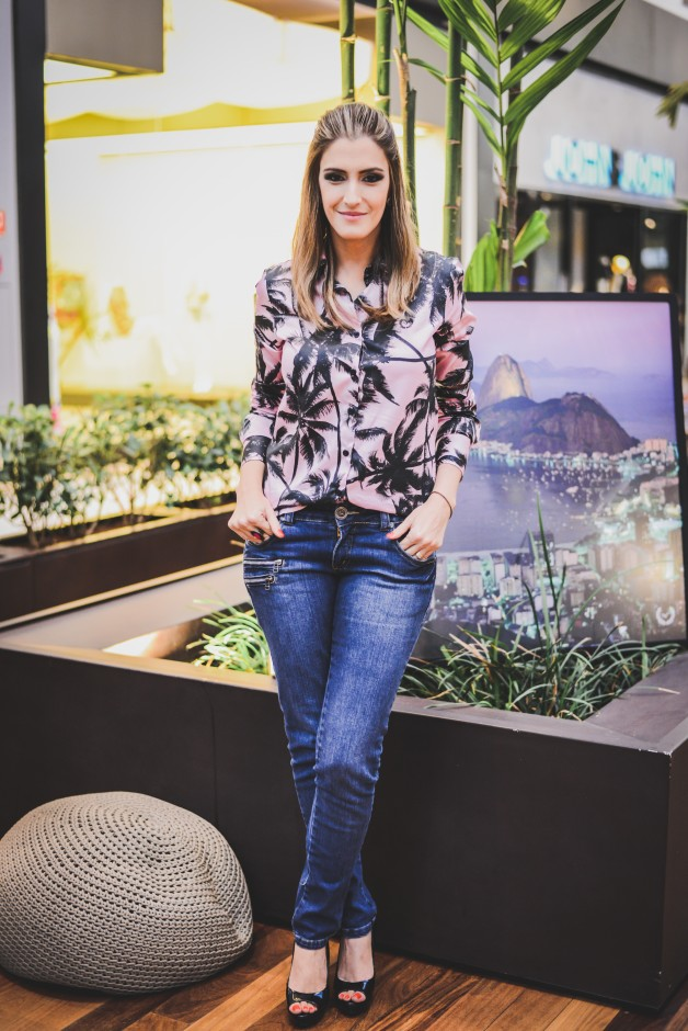 look-calça-jeans-com-camisa-estampa-de-coqueiro-overend-summer-blog-de-moda-em-ribeirão-preto
