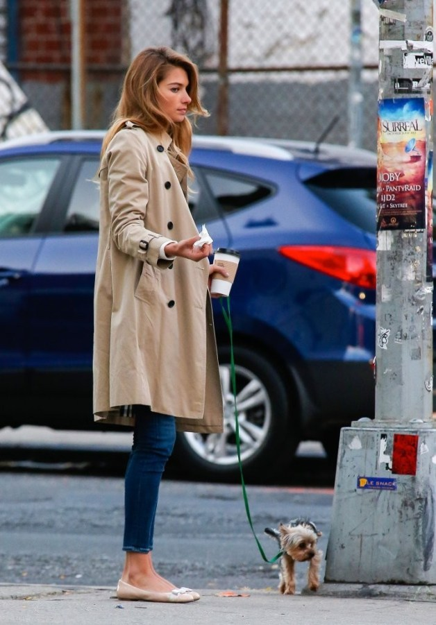 Jessica+Hart+Jessica+Hart+Walks+Dog+NYC+qk6R-IVIF1wx