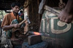 Der erste Teil des Weges führt durch ein Arbeiterviertel mit vielen kleinen Werkstätten, in denen gehämmert und geschweisst wird.