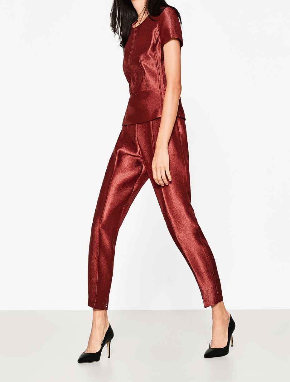 Completo rosso con pantaloni