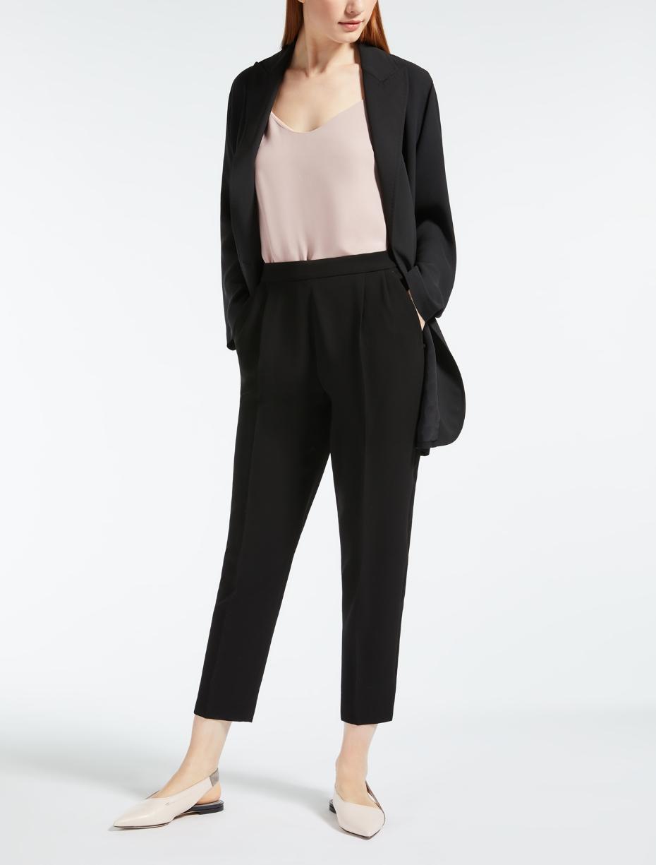Abbigliamento per l'ufficio comodo, ma professionale