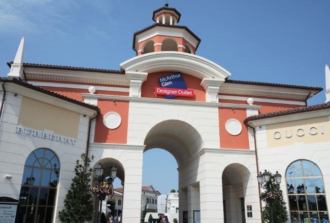 Serravalle designer outlet shopping ad un 39 ora da milano for Outlet design milano