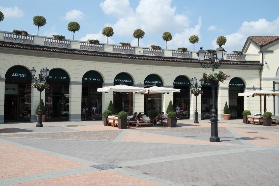 Serravalle designer outlet: shopping ad un'ora da Milano