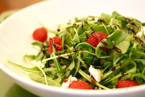 Arugula Salad with Goat Cheese and Balsamic Reduction