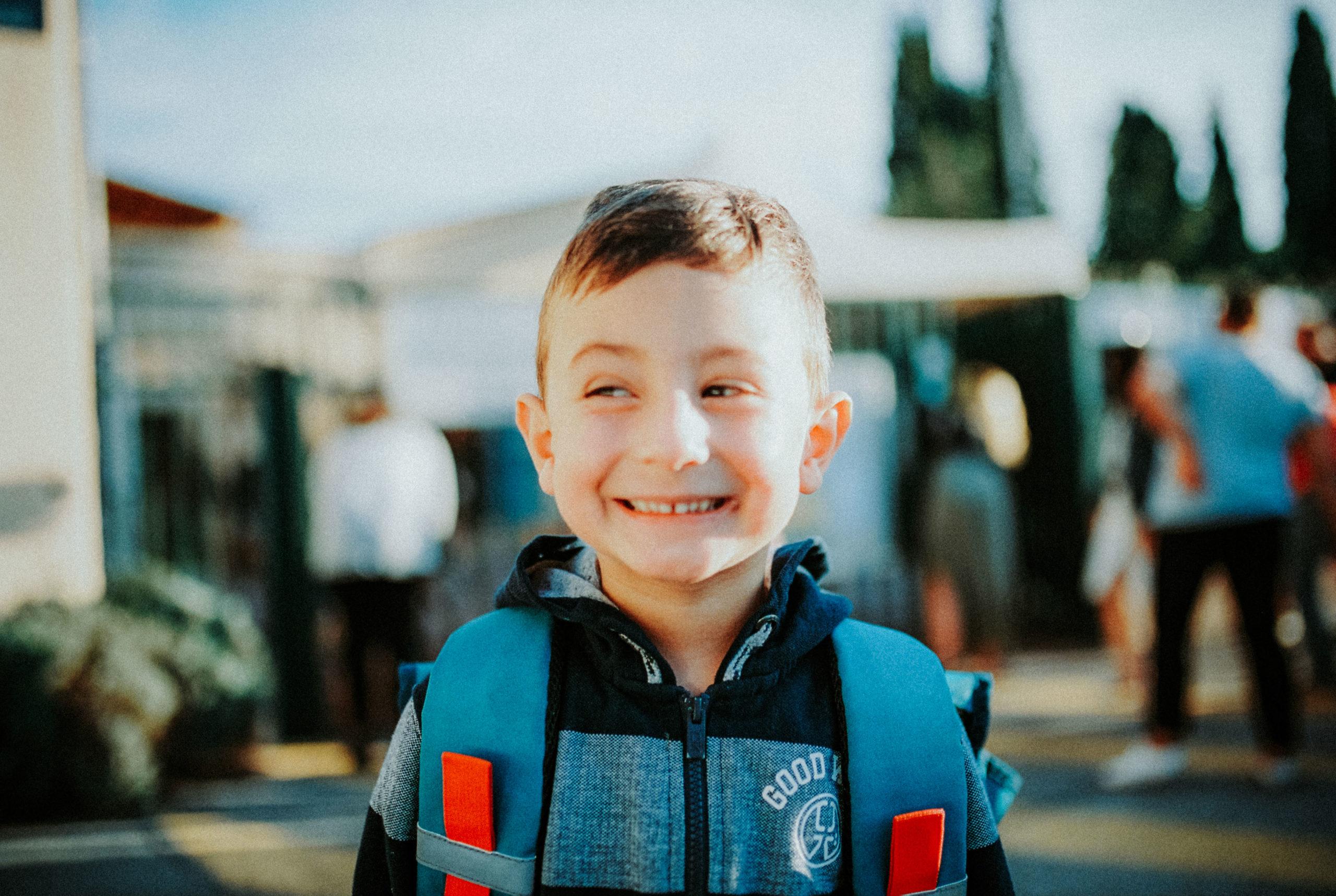 caroline liabot photographe - portrait d'enfant - sur le chemin de l ecole - projet perso - portra 400 - photo argentique - carmencitalab