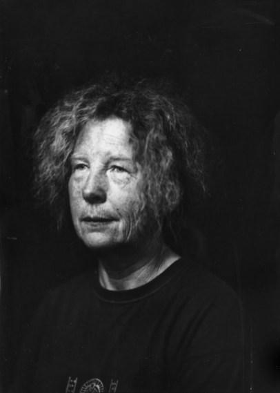Linda Houwen, portret gemaakt op Noorderzon 2019. [Houten platencamera, direct positive paper]