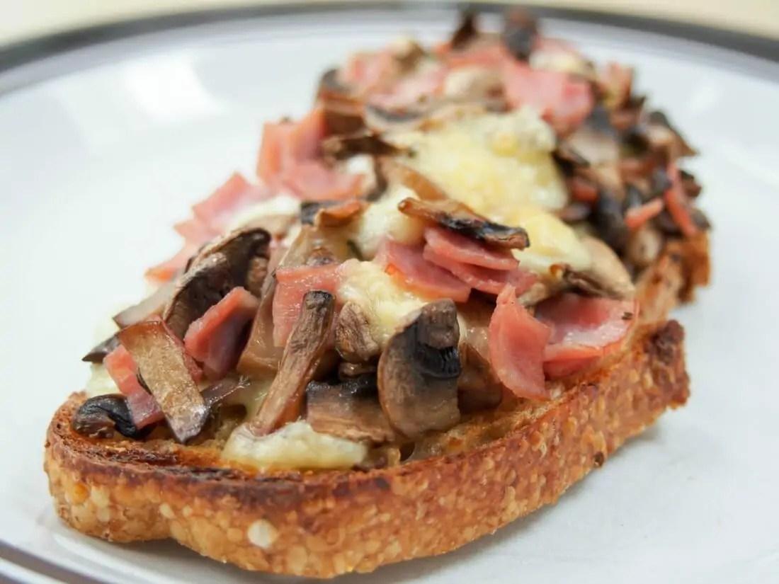 llescas Catalan bread pizza - ham mushroom