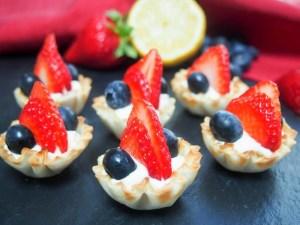 Berry phyllo cups with lemon cheesecake cream