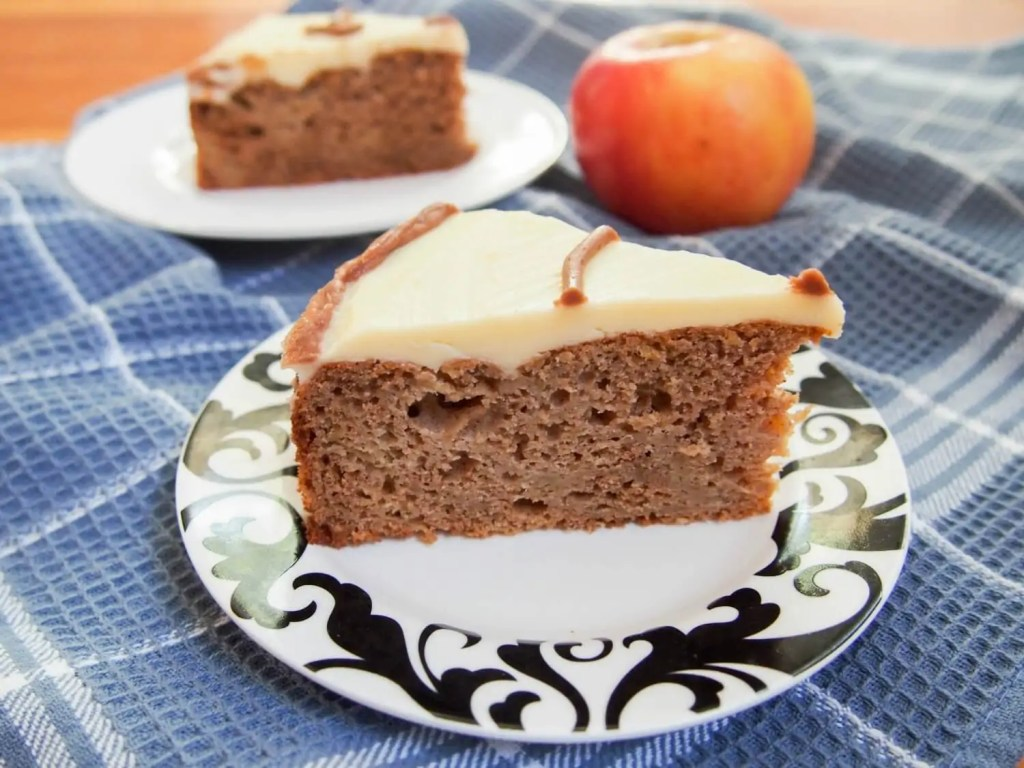 Sour cream apple cake
