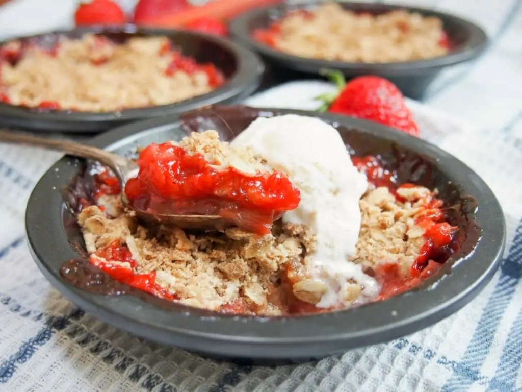Strawberry rhubarb crisp #SundaySupper