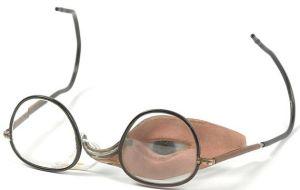 3.-eye-prosth.-wiki-Prothese_met_klein_oog_en_bril_item_1--300x190 Author's Blog Guest Author