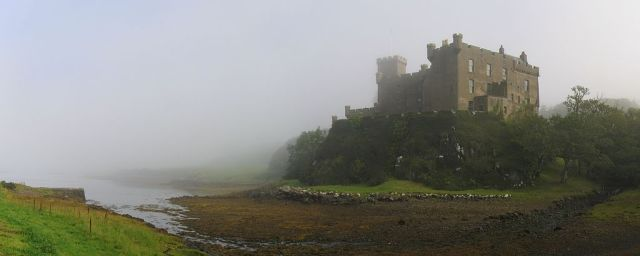 Dunvegan_Castle_in_the_mist01editcrop_2007-08-22 Highlighting Historical Romance