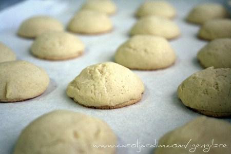 50. Biscoitos recheados de chocolate branco