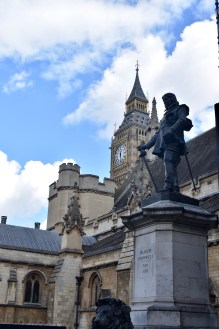 Oliver Cromwell outside Houses of Parliament