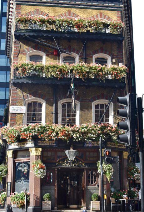 Albert Pub on Victoria Street