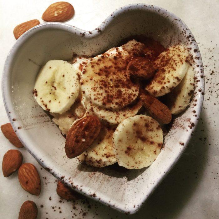 porridge with bananas, cocoa and almonds