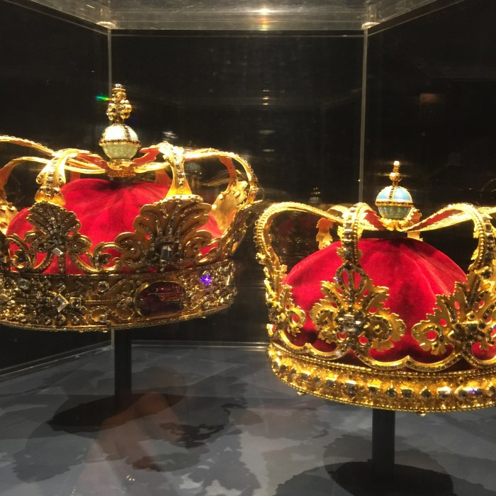 Cool stuff like the Crown Jewels being within walking distance