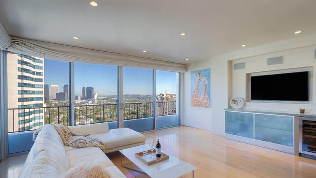 Wilshire Regent 2 Bedroom Condominium Sold