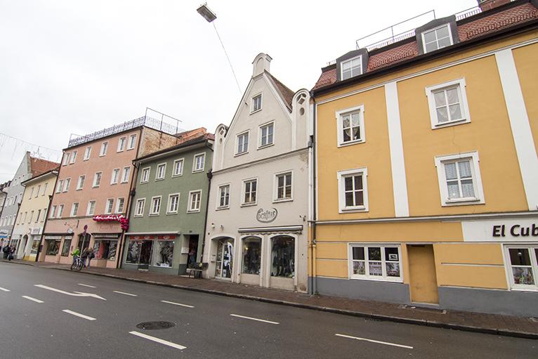 Schöne historische Ladenfläche in der Landshuter Stadt