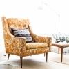 Stuhl mit Beistelltisch