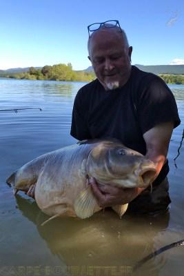 Remise à l'eau de la carpe de 28.4 kg à Montbel