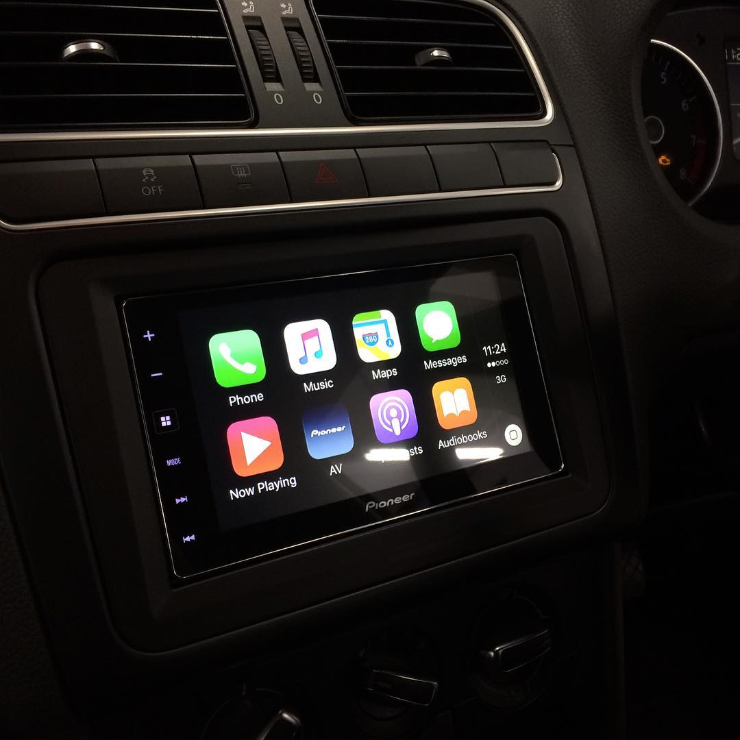 carplay installs pioneer sph da120 in a volkswagen polo. Black Bedroom Furniture Sets. Home Design Ideas