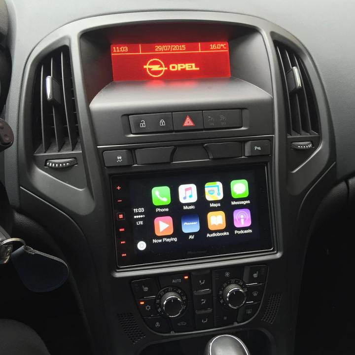 Opel Astra CarPlay Install