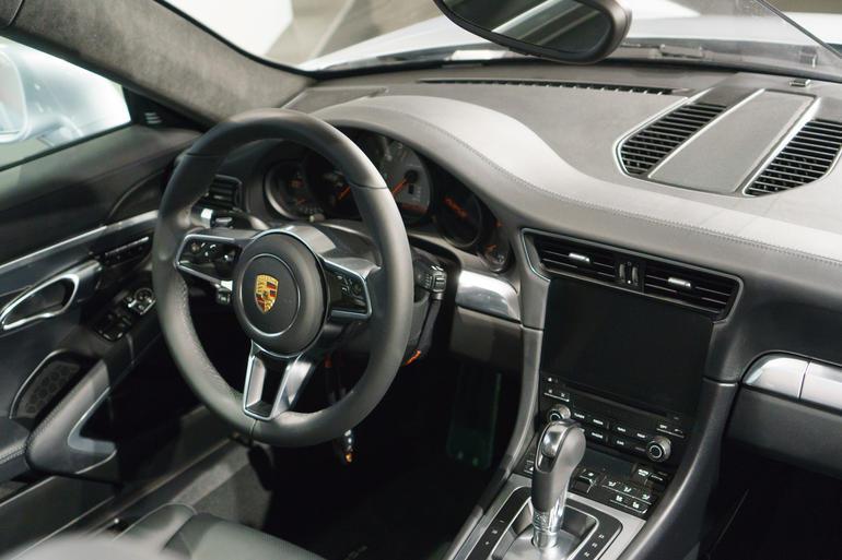 Porsche 911 CarPlay 2017
