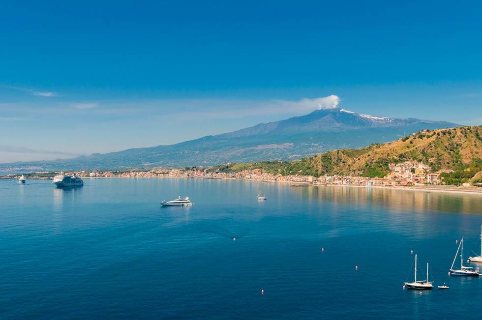 Vista del Etna desde el Mar
