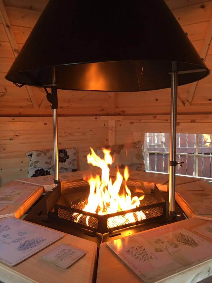 7m Grill Cabin with Luxury BBQ Grill lit