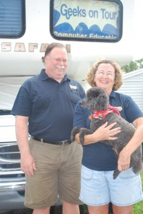Jim and Chris Guld, with Odie and the RV