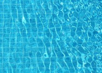 Vers une piscine extérieure à Vanier