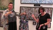 L'artiste Esther Garneau et la designer Chacal.